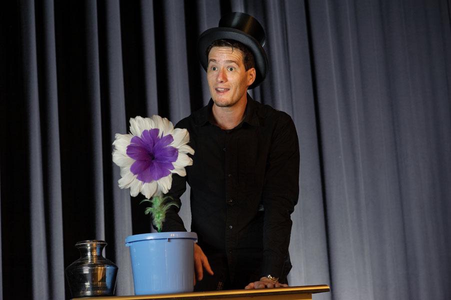 Magic Dean mit seiner magischen Blume