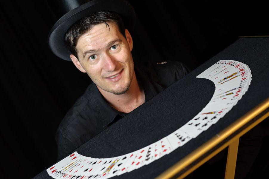 Zauberkünstler Mentalist Zauberer Magic Dean