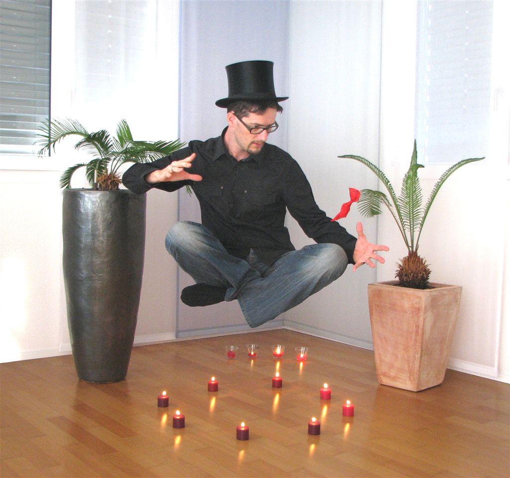 Schwebender Ostschweizer Zauberer Zauberkünstler Magic Dean